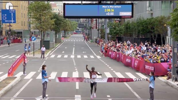 Eliud Kipchoge wins men's marathon at 2020 Olympics