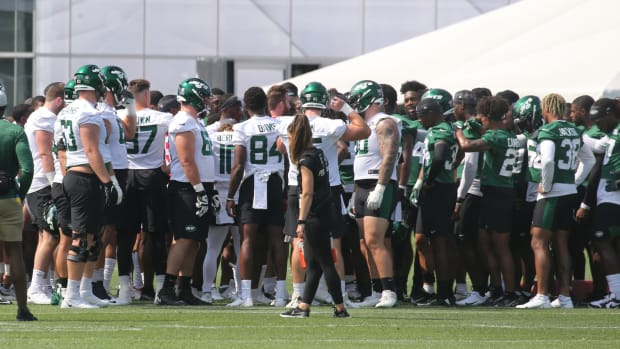 New York Jets huddle in training camp