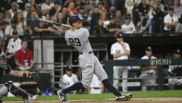 Yankees RF Aaron Judge hitting home run