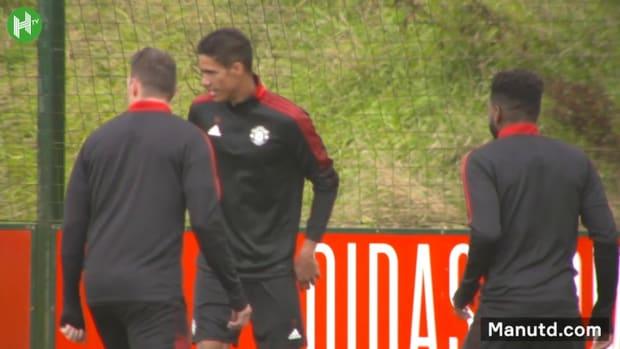Raphaël Varane trains with Manchester United team mates