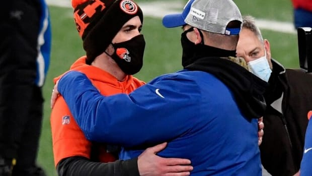 Cleveland Browns head coach Kevin Stefanski, left, and New York Giants head coach Joe Judge hug after the game. The Giants lose to the Browns, 20-6, at MetLife Stadium on Sunday, December 20, 2020, in East Rutherford.