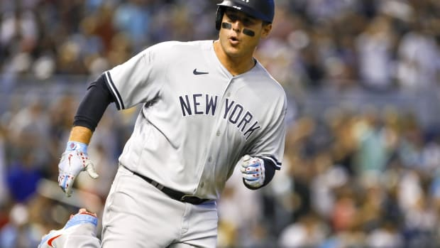 Yankees 1B Anthony Rizzo reacts to hitting single