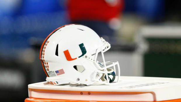 miami-hurricanes-helmet