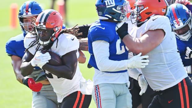 Aug 20, 2021; Berea, OH, USA; New York Giants inside linebacker Blake Martinez (54) defends Cleveland Browns running back Kareem Hunt (27) during a joint practice at CrossCountry Mortgage Campus.
