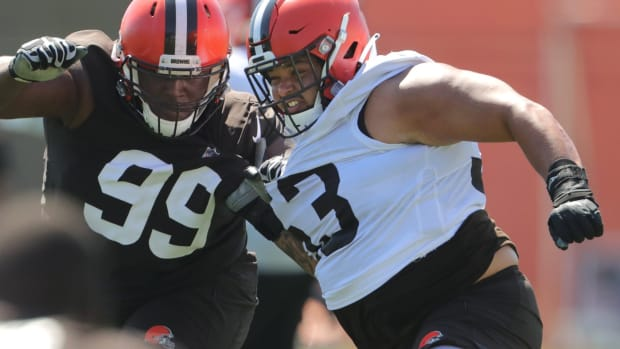 Browns center Nick Harris, right, fends off defensive tackle Andrew Billings on Monday, August 2, 2021 in Berea, Ohio, at CrossCountry Mortgage Campus. [Phil Masturzo/ Beacon Journal] Browns 8 3 6