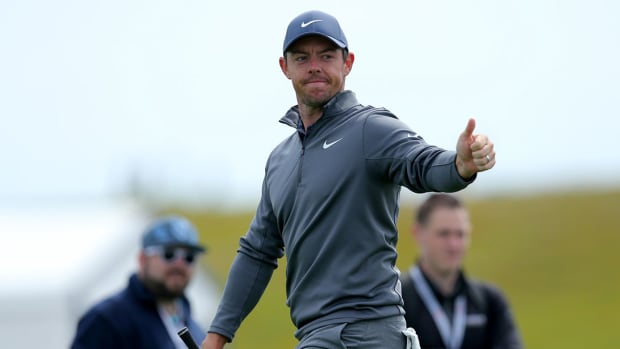 Rory McIlroy acknowledges fans during the 2018 U.S. Open at Shinnecock.