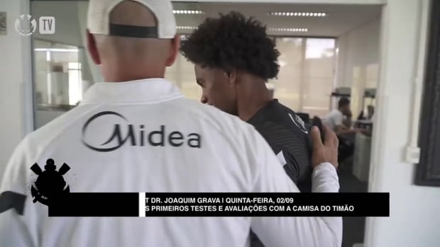 Willian's first training session with Corinthians