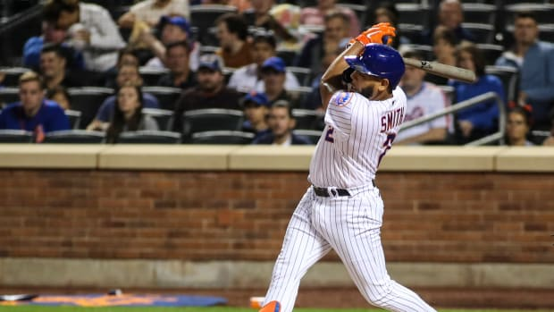 Dom Smith's pinch-hit RBI single lifts the Mets past the Marlins for their fifth straight win on Thursday.