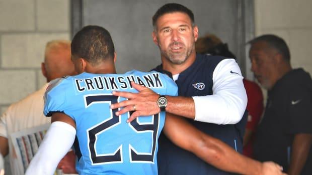 Titans head coach Mike Vrabel celebrates the team's win with cornerback Dane Cruikshank (29) at TIAA Bank Field Sunday, Sept. 23, 2018, in Nashville, Tenn.