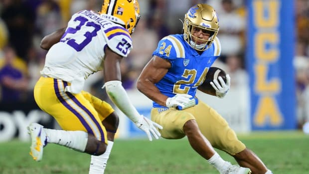 UCLA running back Zach Charbonnet