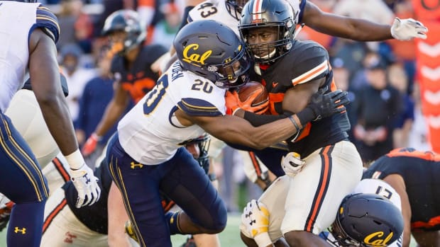 Josh Drayden makes a tackle vs. Oregon State