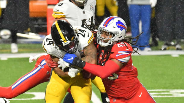 Bills linebacker Tremaine Edmunds takes down Pittsburgh Steelers running back Benny Snell.
