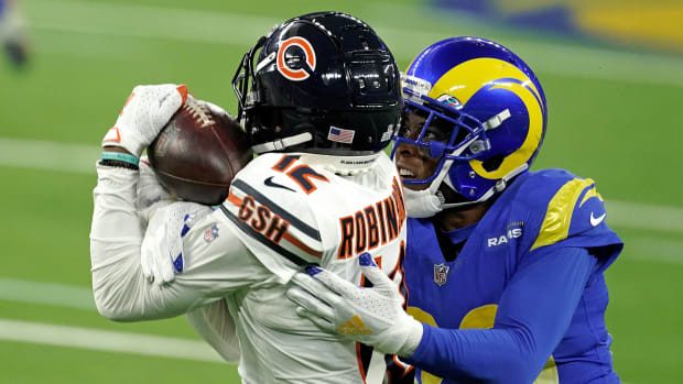 Allen Robinson and Jalen Ramsey fight for a pass during a Bears-Rams game in 2020