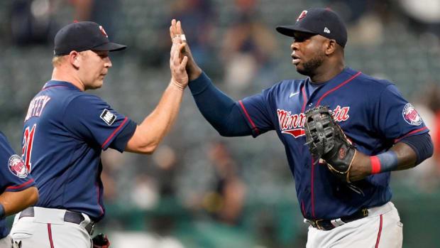 twins-vs-indians-baseball-1