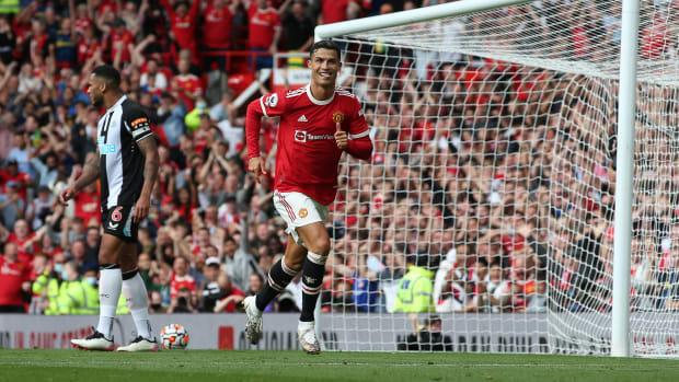 Cristiano Ronaldo scores for Manchester United.