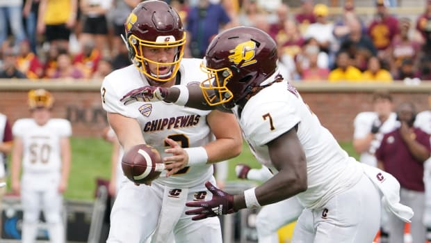 Jacob Sirmon on the handoff for Central Michigan.