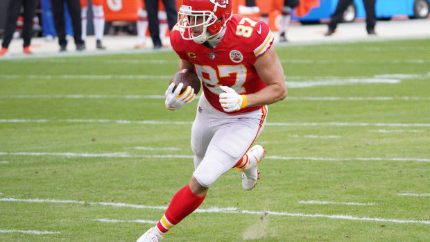 Jan 17, 2021; Kansas City, Missouri, USA; Kansas City Chiefs tight end Travis Kelce (87) runs the ball against the Cleveland Browns during the first half in the AFC Divisional Round playoff game at Arrowhead Stadium. Mandatory Credit: Denny Medley-USA TODAY Sports