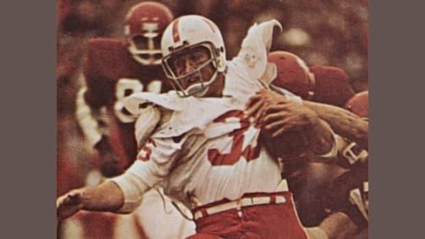Jeff-Kinney-1971-football-vs-Oklahoma-horiz-crop-2