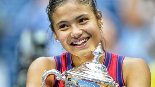 Emma Raducanu wins 2021 U.S. Open women's singles.