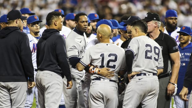 Benches clear in Subway Series finale
