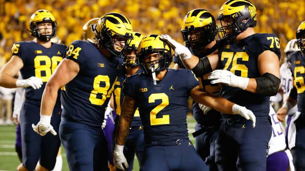 Michigan's Blake Corum celebrates a TD with his teamamtes