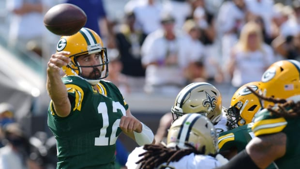 Aaron Rodgers throws a pass vs. Saints