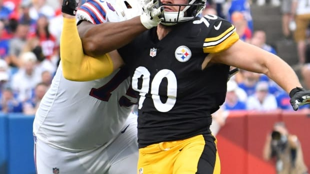 Steelers outside linebacker T.J. Watt (90) pass rushes against Buffalo Bills offensive tackle Daryl Williams (75).