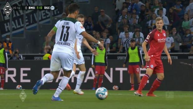 Lars Stindl's double helps Gladbach beat Arminia Bielefeld