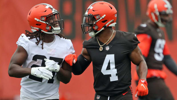 Cleveland Browns running back Kareem Hunt, left, jokes around with linebacker Anthony Walker Jr. as they jog off the field during NFL football training camp, Thursday, July 29, 2021, in Berea, Ohio. Brownscamp30 3