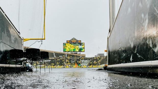 Oregon vs. Stony Brook Rain Photo