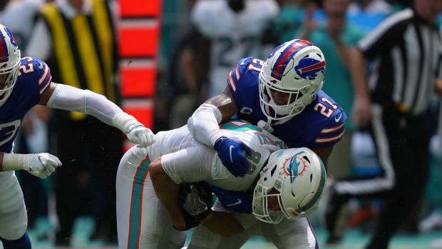Buffalo Bills free safety Jordan Poyer (21) tackles Miami Dolphins tight end Mike Gesicki (88) during the first half at Hard Rock Stadium.