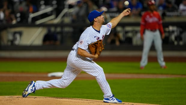 Sep 19, 2021; New York City, New York, USA; New York Mets pitcher Rich Hill (21) delivers a pitch during the first inning against the Philadelphia Phillies at Citi Field.