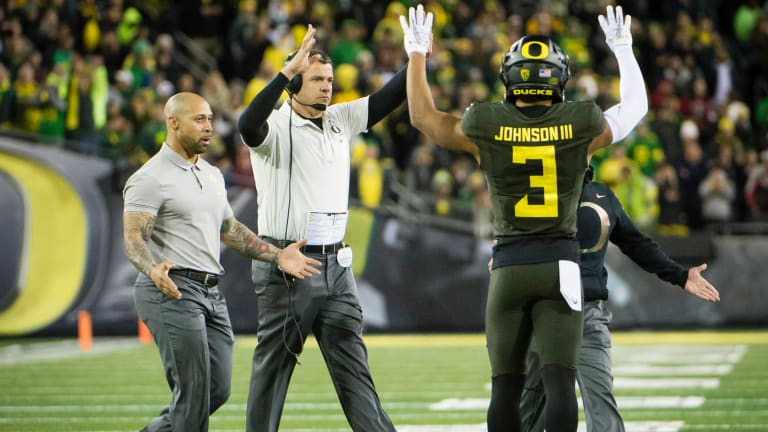 Breaking Down the Best Bets for Oregon vs. USC