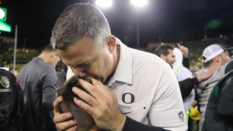 Picture Perfect: Oregon's Last-Second FG Gives Them a 37-35 Win Over Cougars