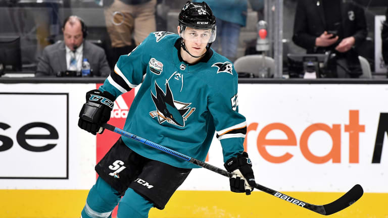 Sharks Sign Forward Lukas Radil to One-Year Extension