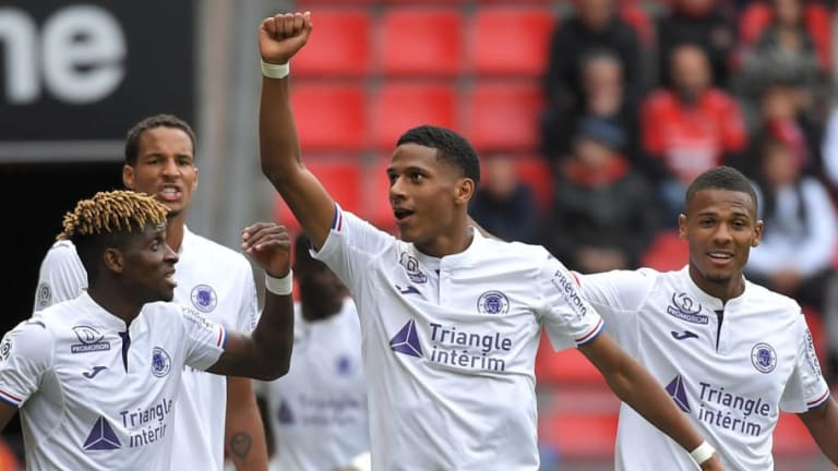 Barcelona Fight Off Competition to Seal Summer Deal for Toulouse Defender Jean-Clair Todibo