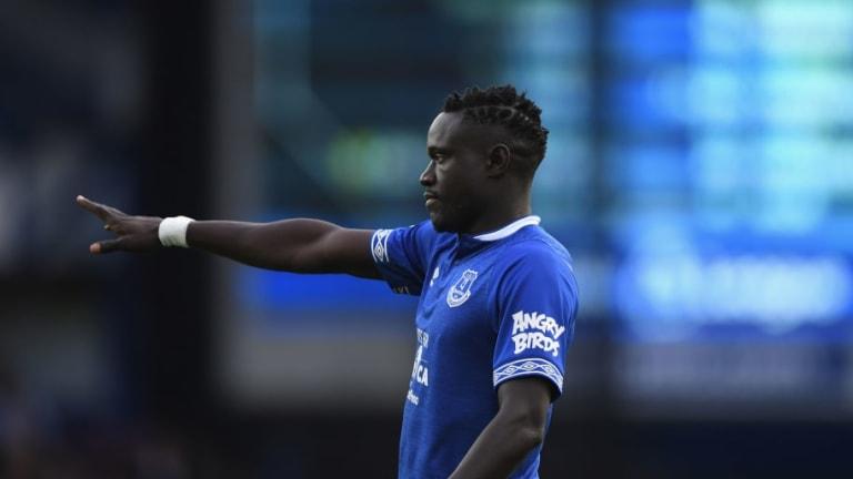Everton Poised to Take Big Loss on Oumar Niasse as Crystal Palace Target Striker