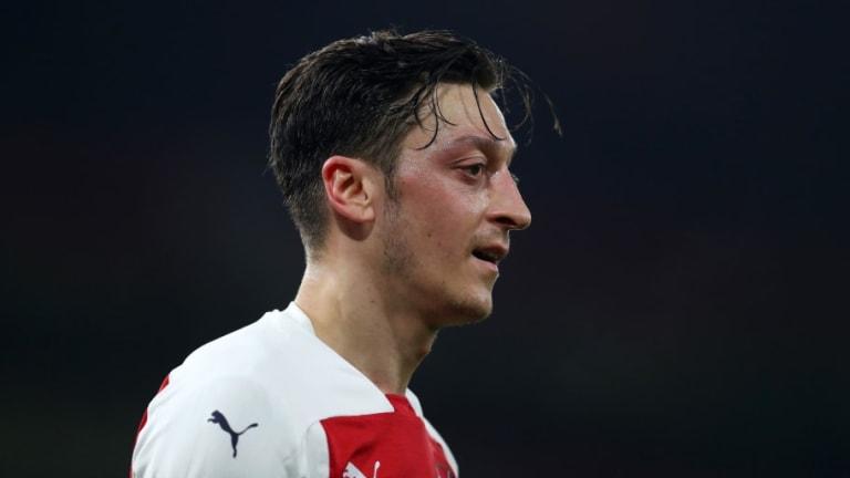 Martin Keown Claims Arsenal Boss Unai Emery Has Changed His Mind on Mesut Özil