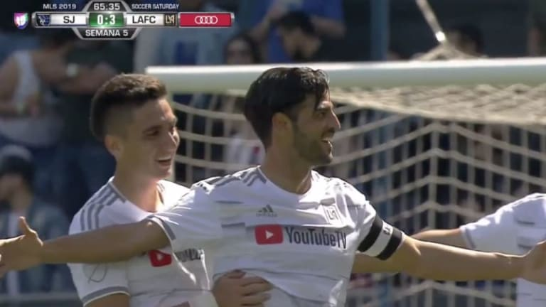 VIDEO: Carlos Vela consigue un hat trick con esta joya de gol que levantó al público de sus asientos