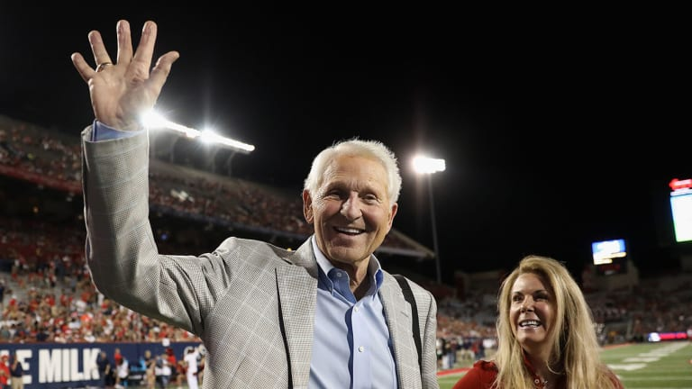 Former Arizona Coach Lute Olson Recovering After Minor Stroke