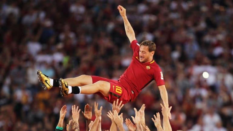 ¿Una nueva locura? Totti podría salir del retiro y llegar al Leeds de Bielsa
