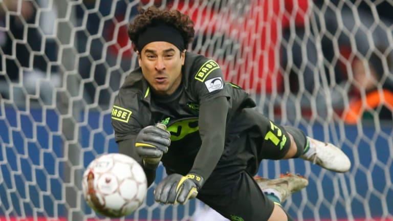 Guillermo Ochoa ganó premio al jugador del mes del Standard Liege