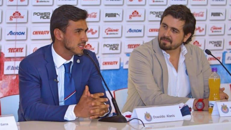 Amaury Vergara presenta a Oswaldo Alanís y habla de la salida de Higuera en conferencia de prensa
