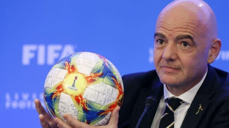La FIFA planea crear un banco para gestionar el dinero de los fichajes