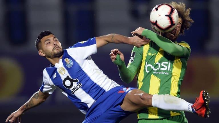 Pese a supuesta lesión, 'Tecatito' Corona fue titular en la victoria del Porto sobre el Braga