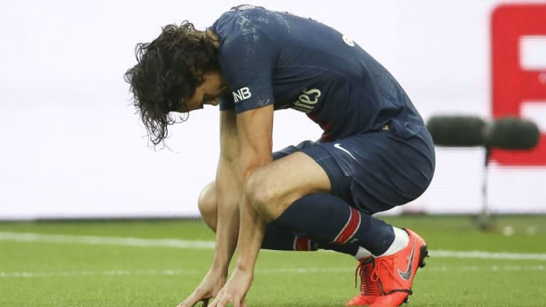 PSG Hit With Further Injury Blow as Edinson Cavani Suffers Thigh Problem Ahead of Man Utd Clash