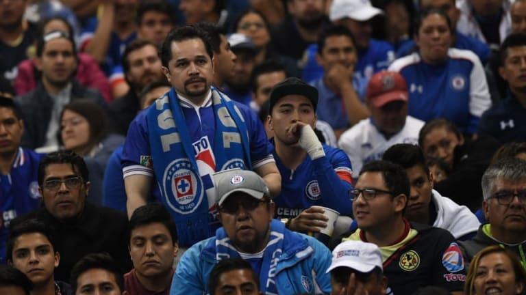 Aficionados de Cruz Azul exigen la destitución de Pedro Caixinha como entrenador