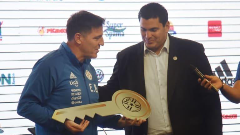 DT de Paraguay asegura que el 'Tata' Martino puede llevar a México al quinto partido
