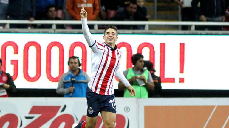 Isaac Brizuela renueva con Chivas hasta 2022