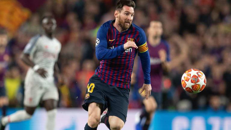 """El mejor relato del golazo de tiro libre de Lionel Messi ante el Liverpool: """"La parábola de Dios"""""""